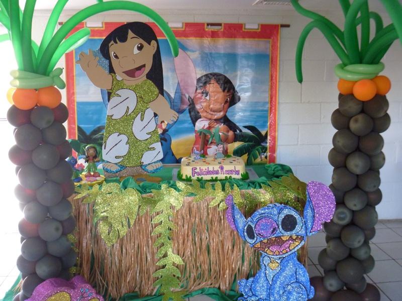 Ejemplos de decoracion castillo amarillo local de for Decoracion de pinatas infantiles